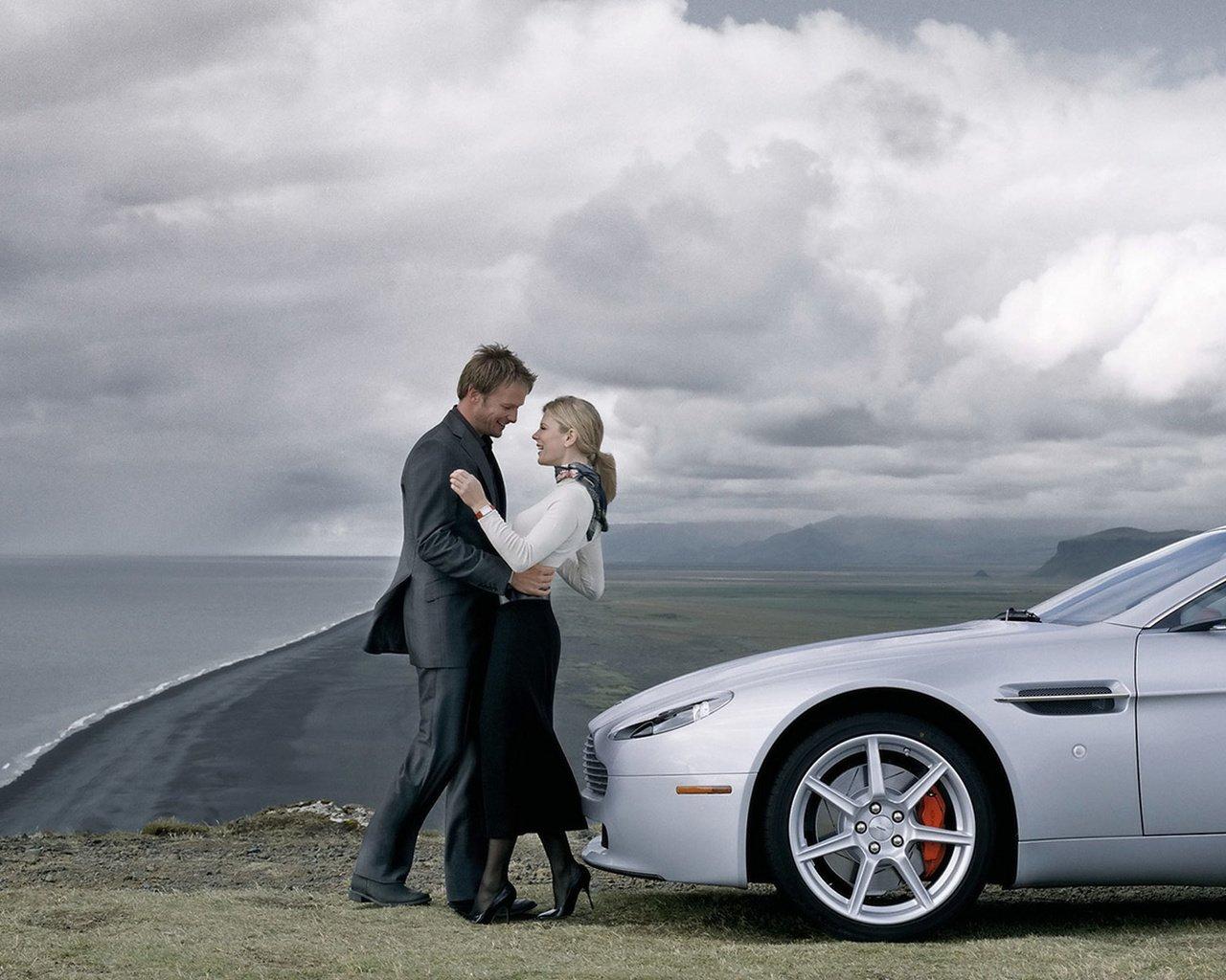 фотосессия пары с авто